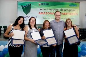 Secretário da Seduc, Rossieli Silva e gestoras das escolas com melhores colocações no Prêmio de Gestão.