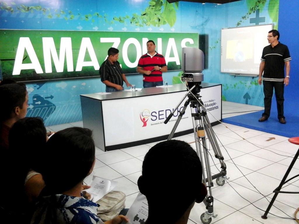 Aulões são ministrados via satélite para escolas de Manaus e do interior do Amazonas